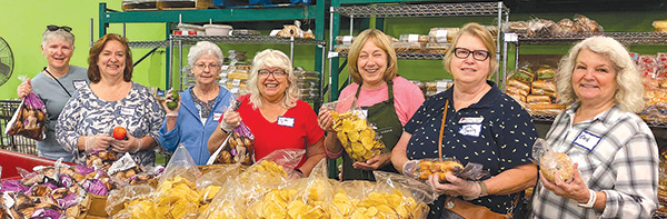 DAR helps at food bank